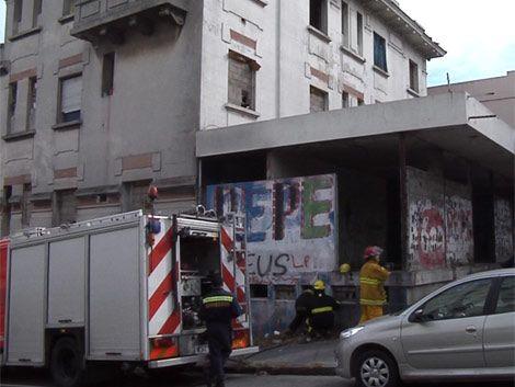 Rapiña e incendio en un local ocupado en Bulevar Artigas