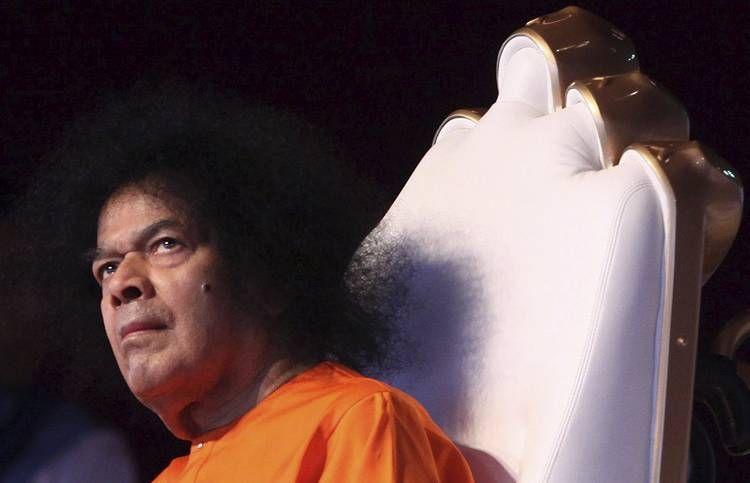 Murió Sai Baba, líder espiritual y farsante para millones