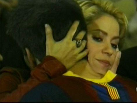 Shakira alentó y sufrió con el Barcelona