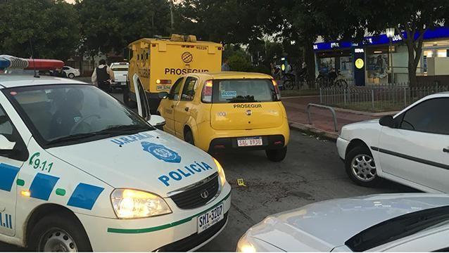 Policía y guardia heridos durante intento de robo a remesa de Prosegur