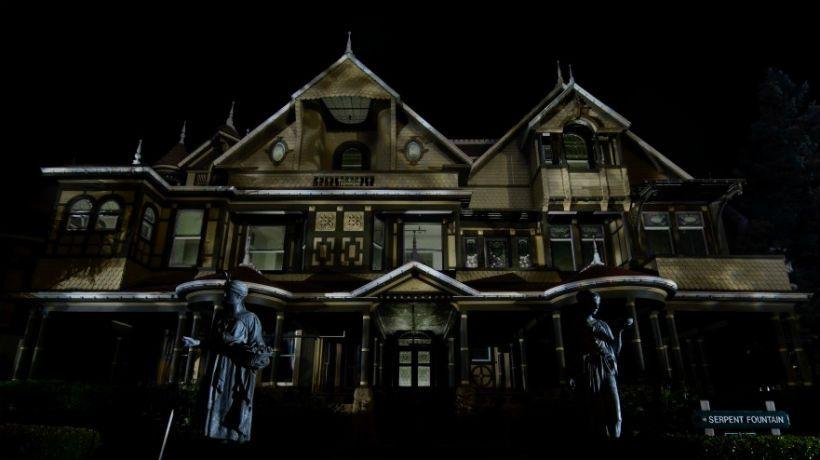 Llega al cine la maldici n de la casa winchester basada en for La casa del retal