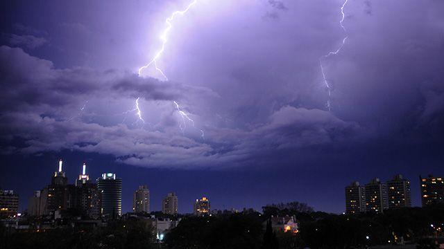 Alerta amarilla por tormentas fuertes afecta a 13 departamentos