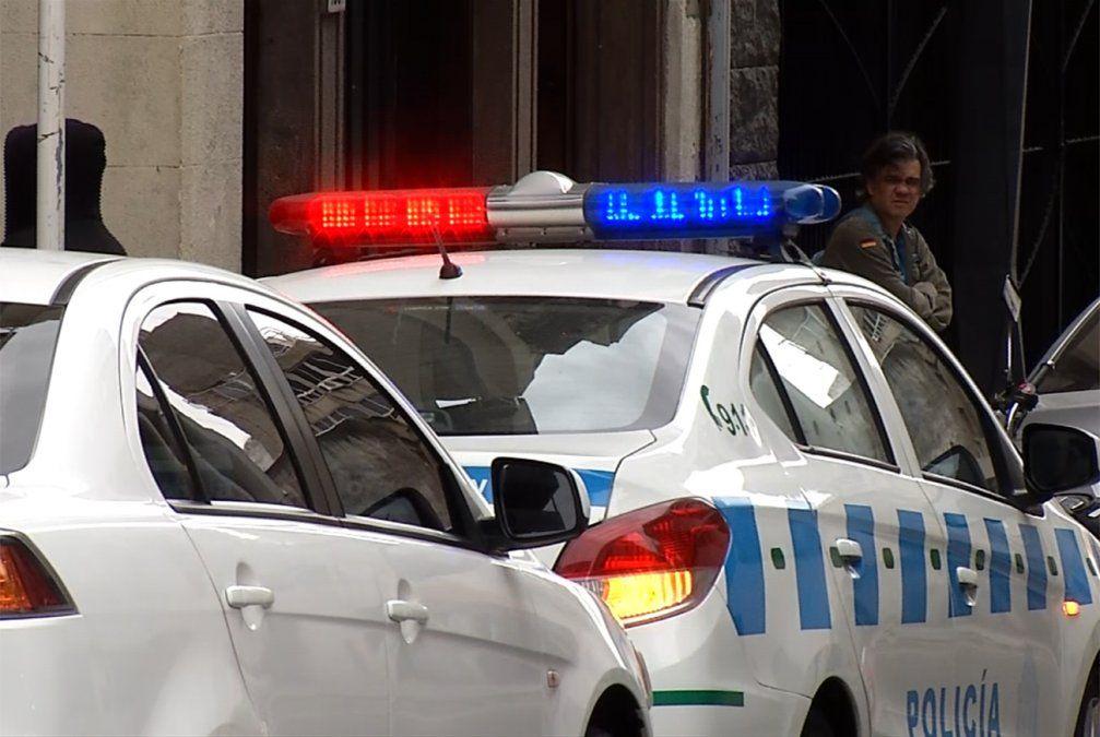 Seis policías heridos, 4 patrulleros destrozados y un delincuente herido
