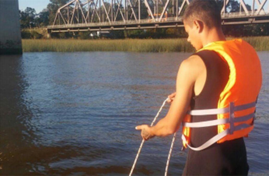 Buscan a dos pescadores desaparecidos en la costa del río de la Plata