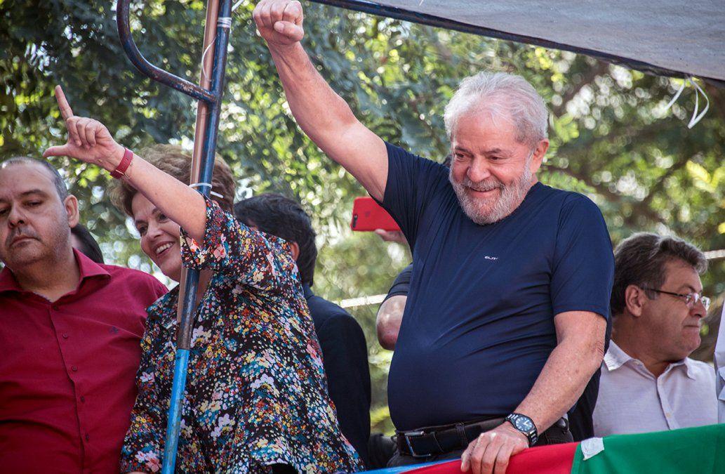 Una multitud llevó en andas a Lula al Sindicato Metalúrgico