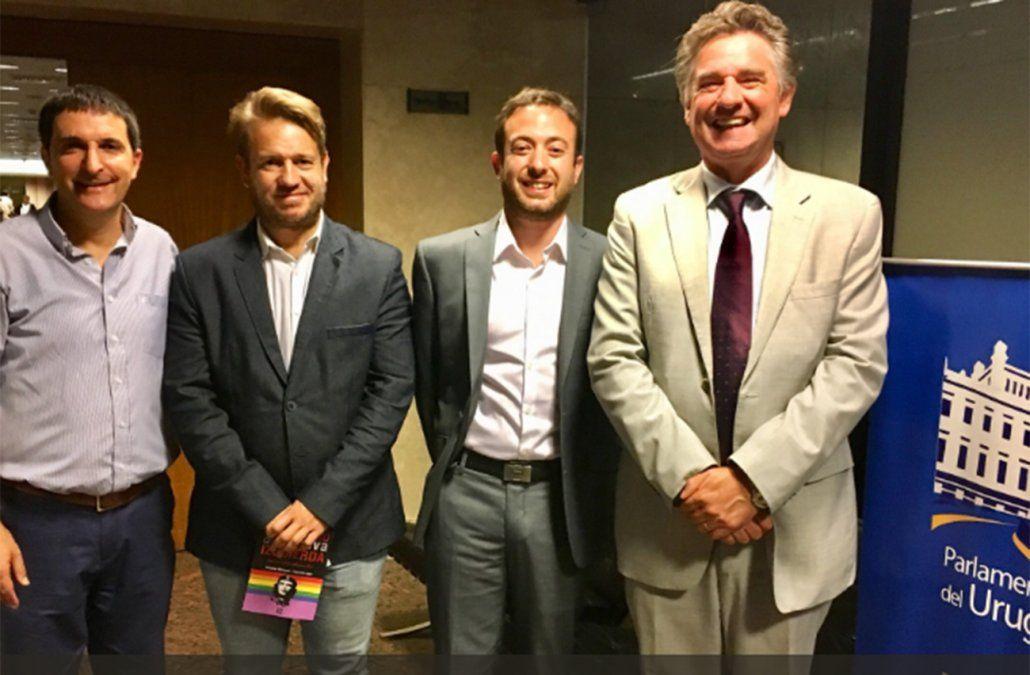 El precandidato blanco Carlos Iafigliola con los conferencistas Laje y Márquez