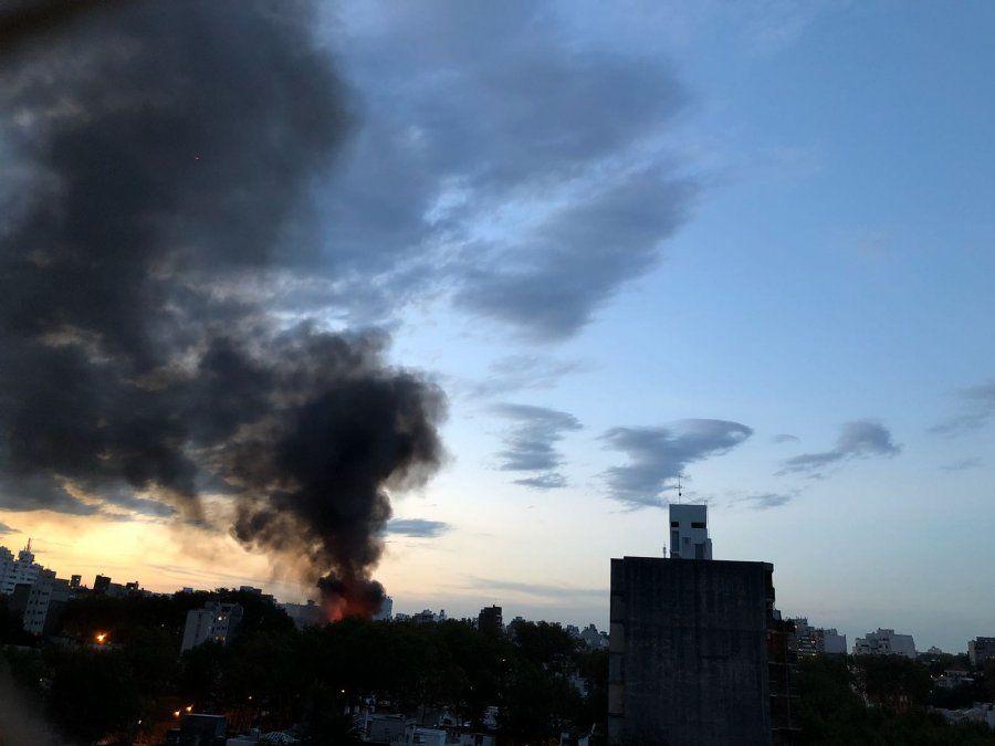 Incendio en depósito de muebles en Charrúa y Acevedo Díaz