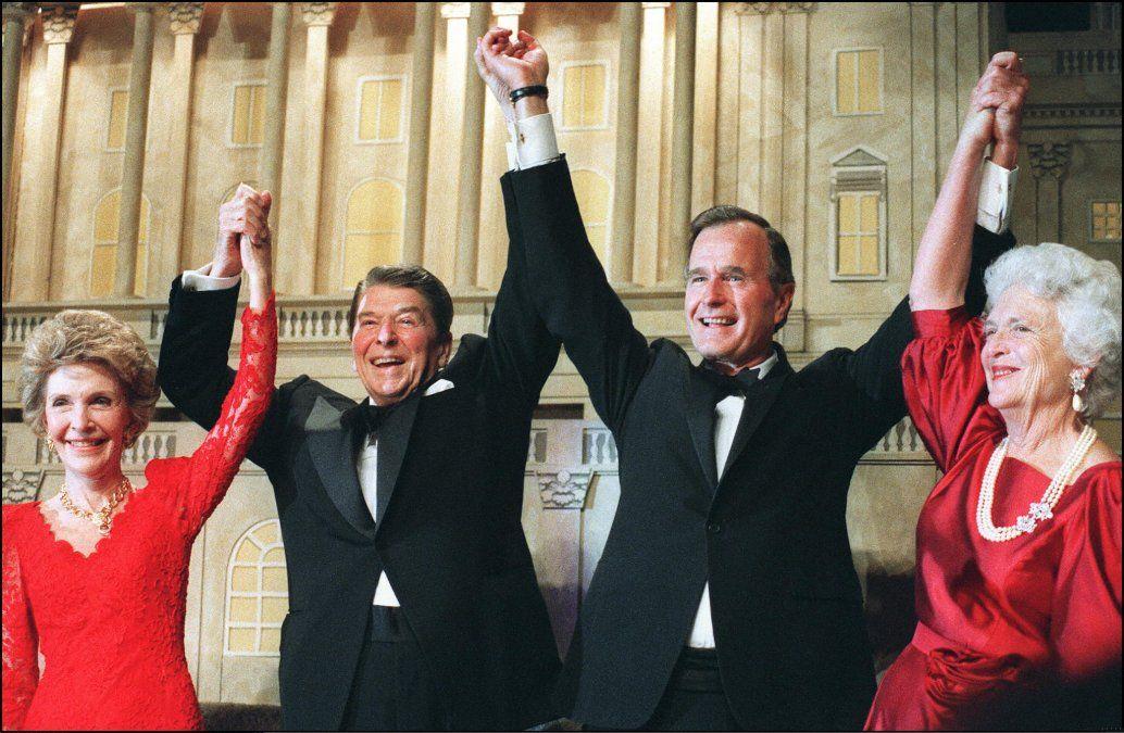 Presidente Ronald Reagan (izquierda)