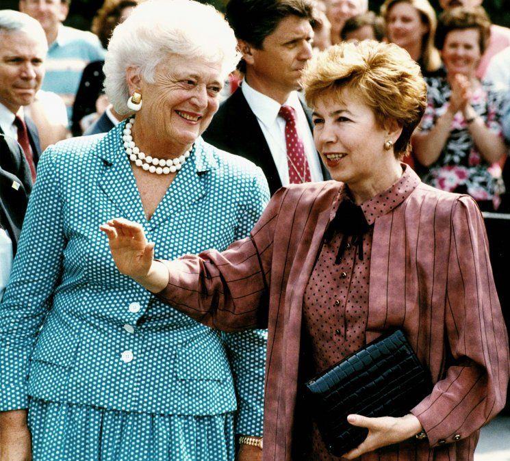 Primera Dama Barbara Bush con la primera Dama de la Unión Soviética