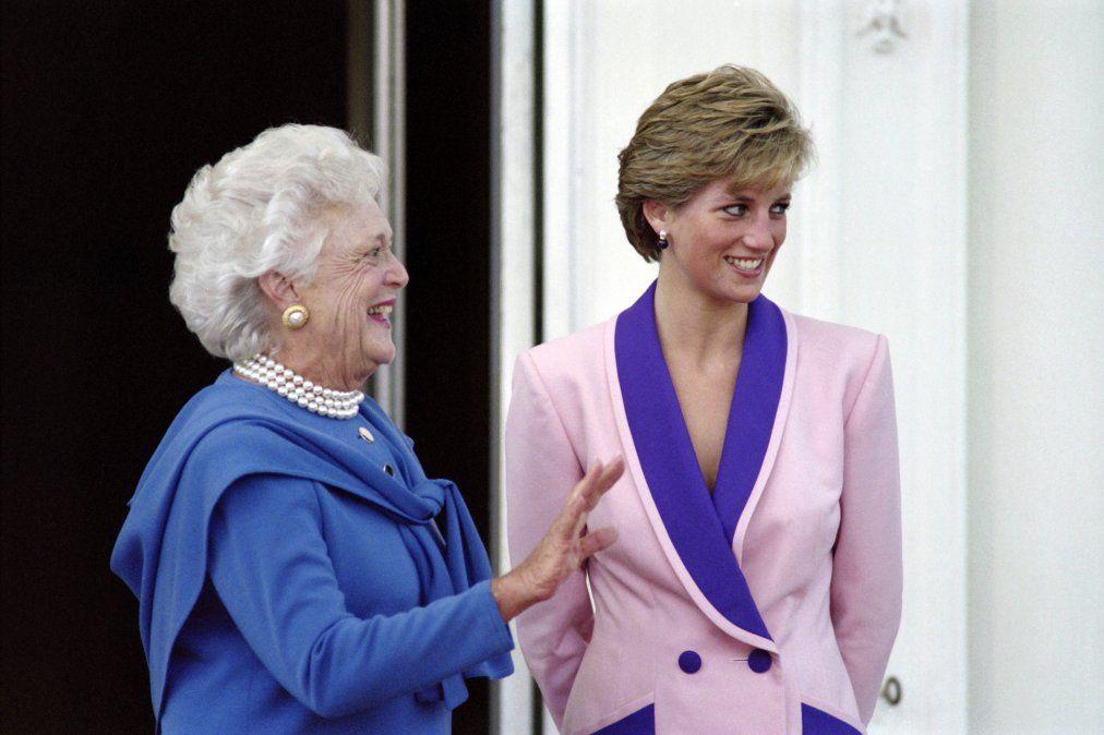 Primera Dama Barbara Bush (izquierda) con la princesa británica Diana