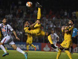 Peñarol perdió 2-1 ante Libertad de Paraguay en Asunción