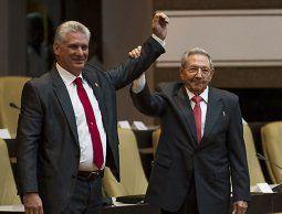 Díaz-Canel promete seguir la revolución y actualizar el modelo económico