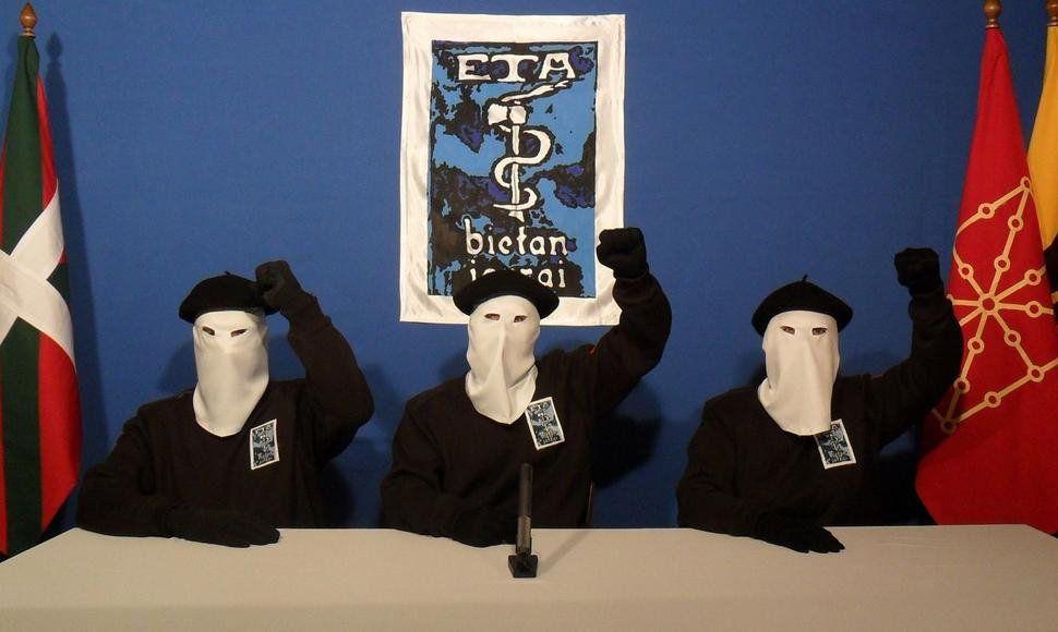 ETA pide perdón a pocas semanas de su disolución