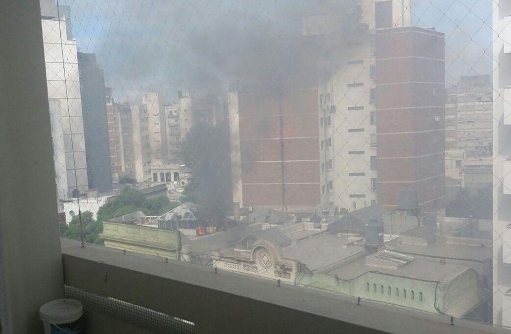 Incendio en la cocina y primer piso del Bar Rodó, en Bulevar España y Paullier