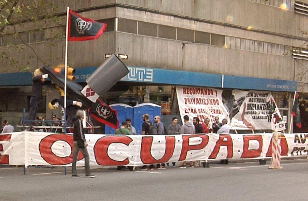 Sindicato de UTE ocupó oficina y paralizan todos los locales en Montevideo