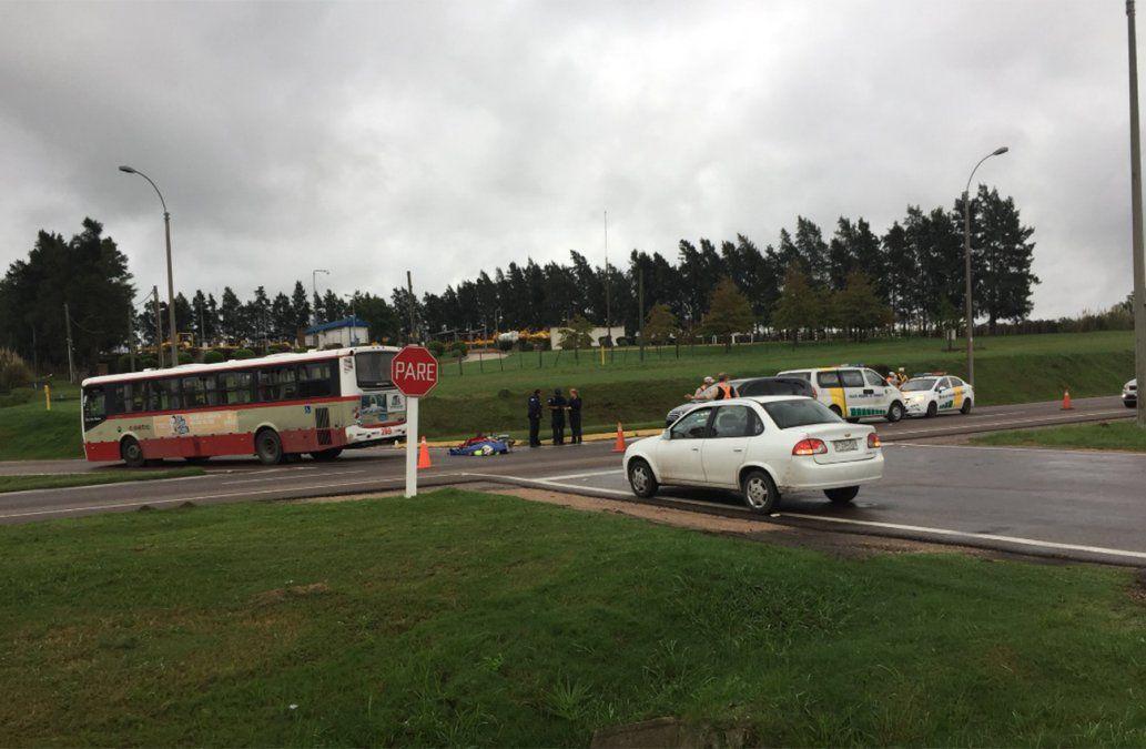 Motociclista falleció atropellado por un ómnibus que no respetó cartel de Pare