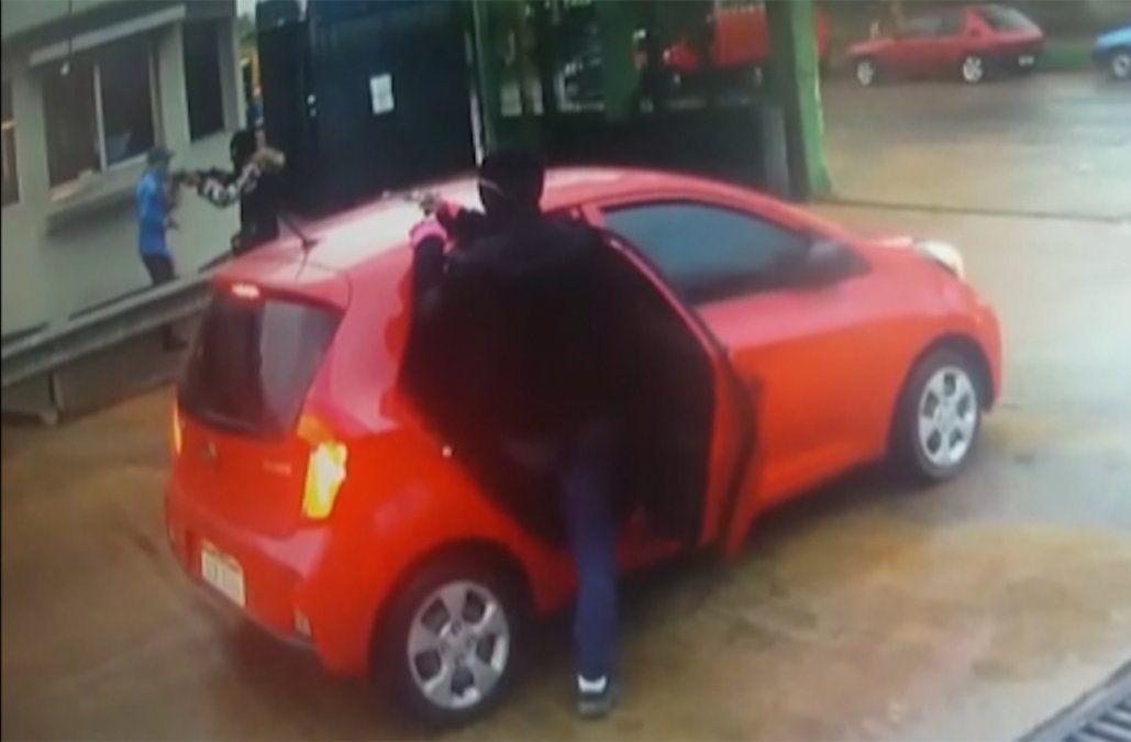 Nueve delincuentes en tres autos, así fue el asalto al local de UCOT