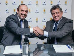 altText(Rexona y AUF firmaron acuerdo de patrocinio para fútbol masculino y femenino)}