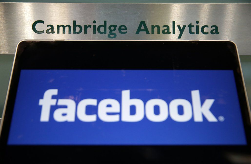 Facebook suspende 200 aplicaciones por uso indebido de datos