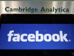altText(Facebook suspende 200 aplicaciones por uso indebido de datos)}