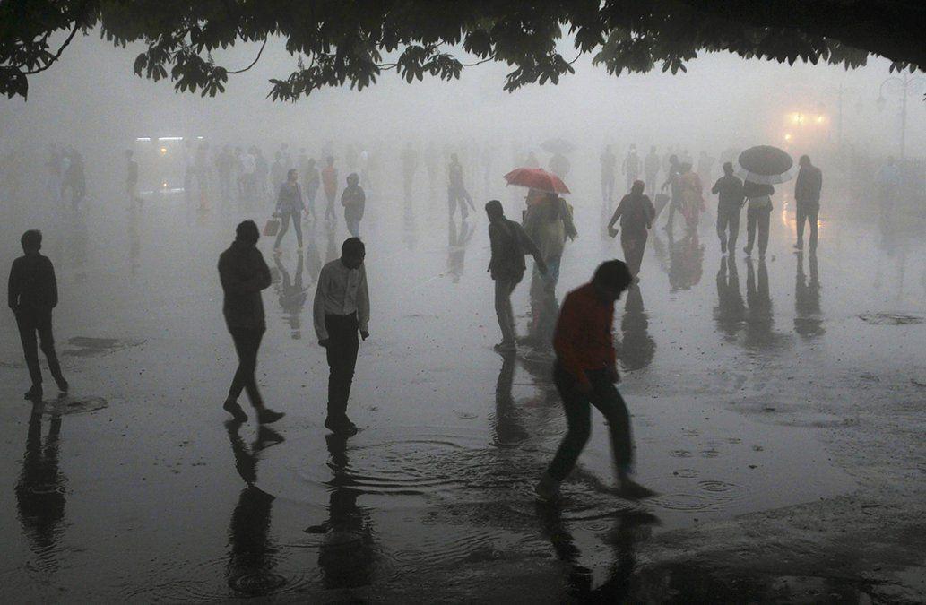 Al menos 98 muertos por tormentas de arena en India