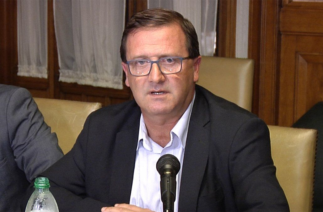 Leonardo De León demandará al senador Mieres por daño moral