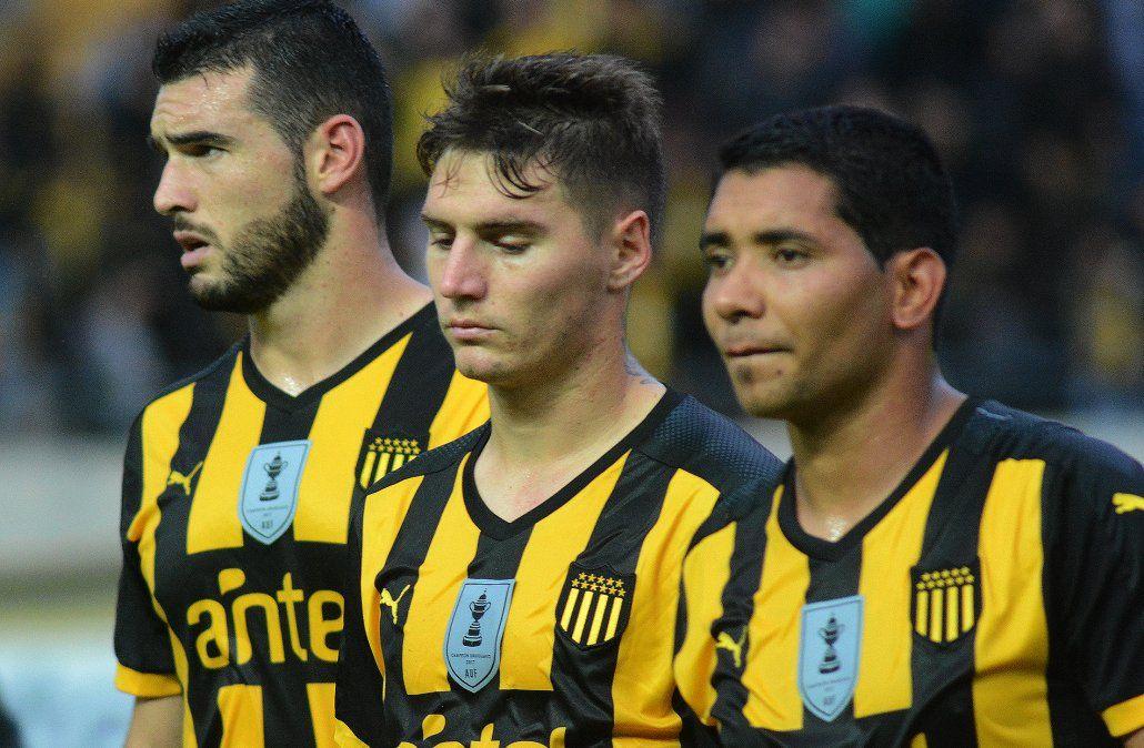 Peñarol goleó 4-1 a Defensor pero no le dio para lograr el Apertura