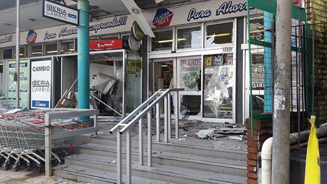 30 de octubre de 2017: explota el cajero en Chucarro y Pagola generando destrozos.