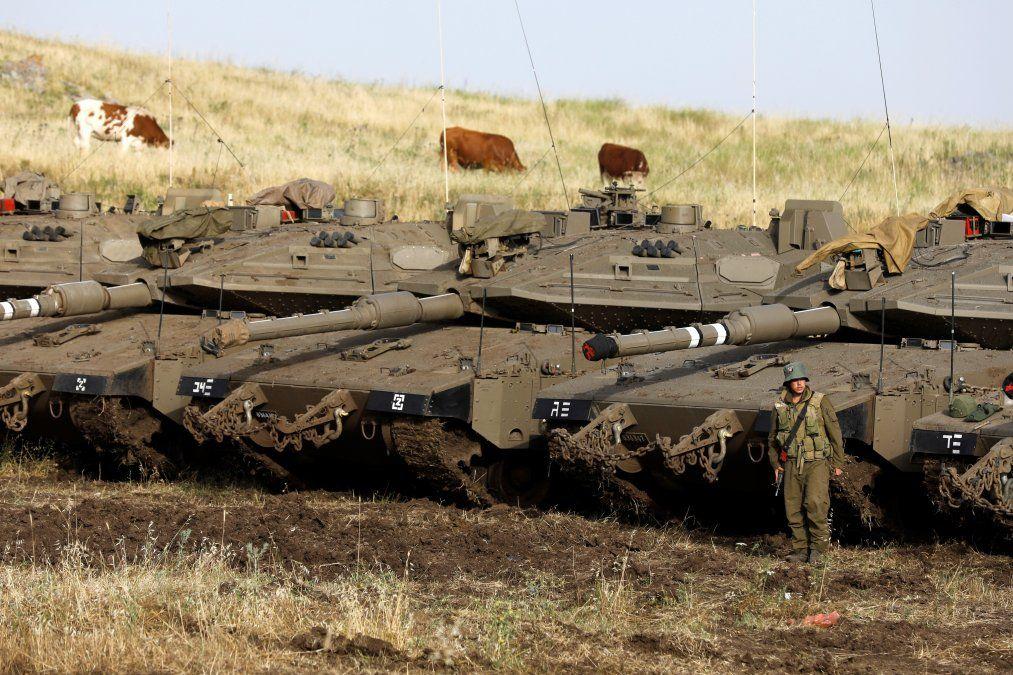 Tanques Merkava Mark IV desplegados cerca de la frontera Siria