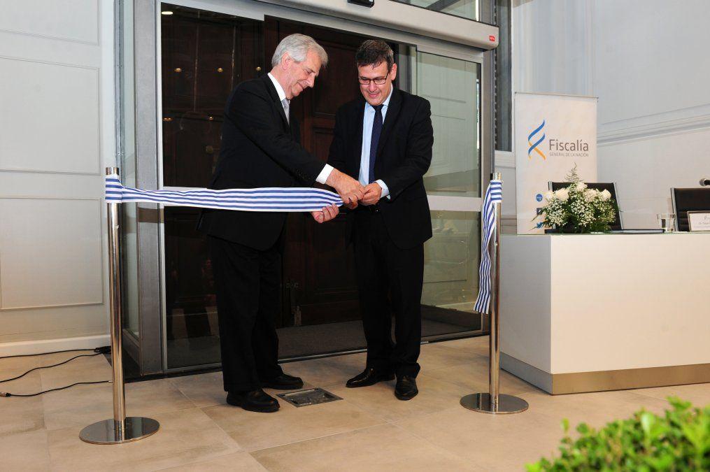 Tabaré Vázquez y Jorge Díaz inauguran a fines de octubre de 2017 la nueva sede de la Fiscalía de la Nación en la calle Cerrito. El acto precedió la puesta en funcionamiento del nuevo CPP.