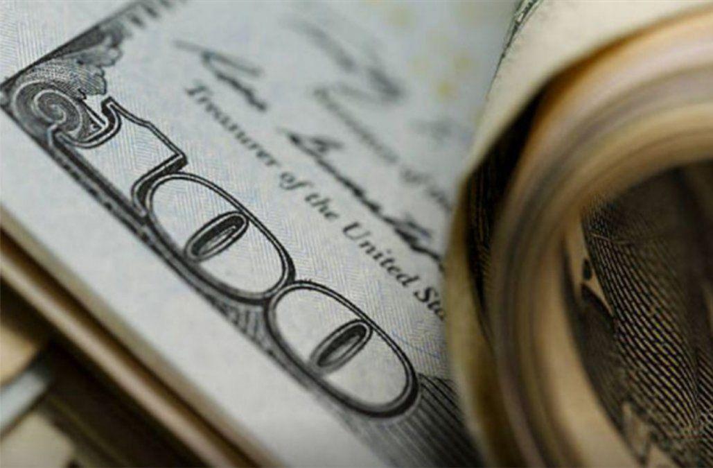 El dólar sigue subiendo y este viernes cerró arriba de los 32 pesos