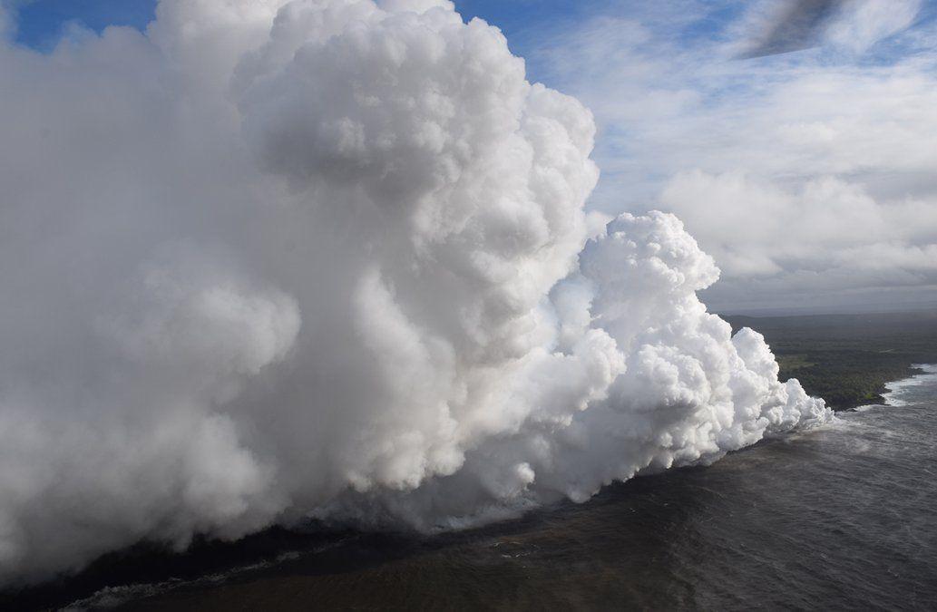 El peligroso fenómeno que se presenta con la llegada de lava al océano