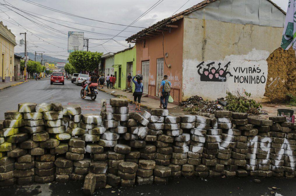 Un muerto y más de 20 heridos en enfrentamiento entre manifestantes y policía en #Nicaragua