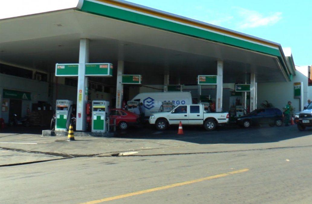 Brasileños cruzan en masa a cargar combustible en estaciones uruguayas
