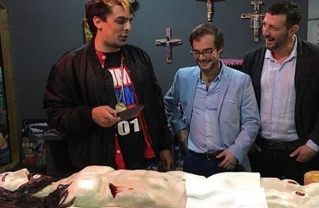 Ministro de Cultura de Buenos Aires se disculpa por comer el brazo de Jesús