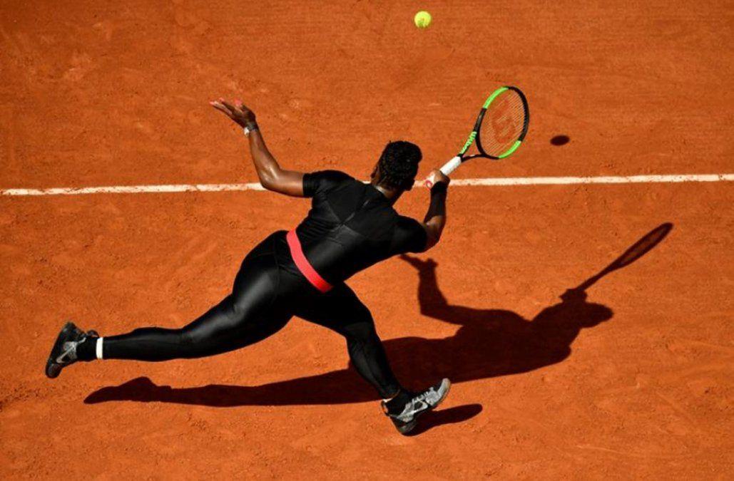 Serena Williams jugó vestida como superheroína en Roland Garros