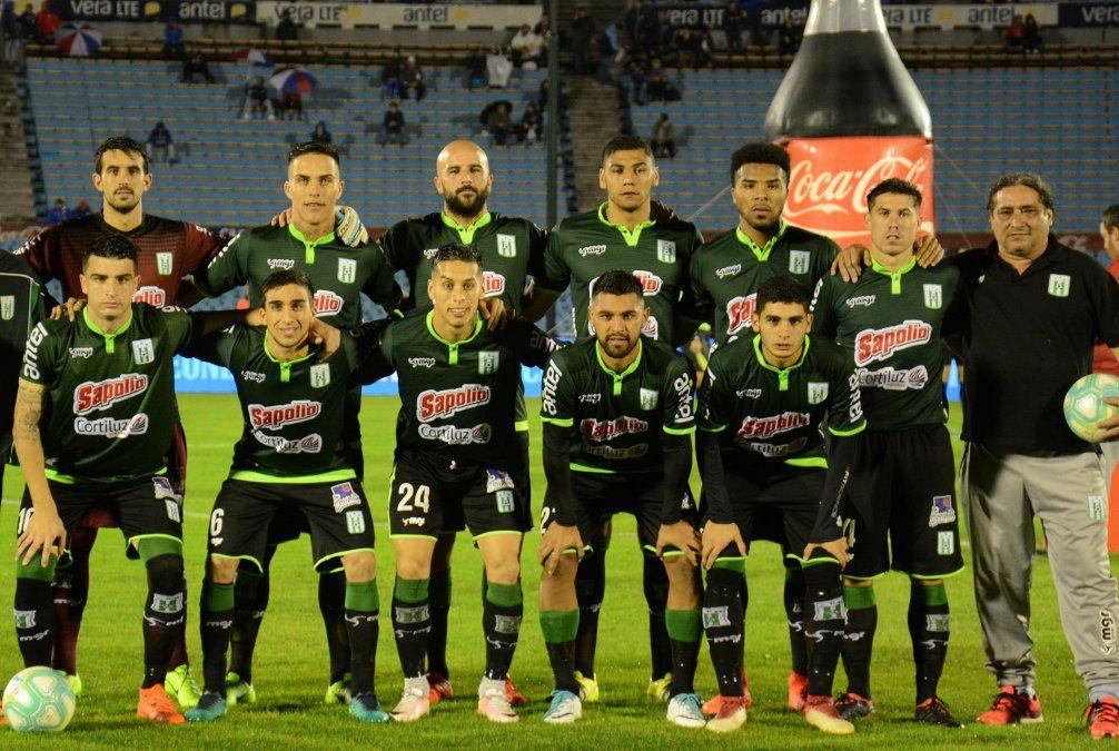 Nacional goleó 5-0 a Racing en el Estadio Centenario