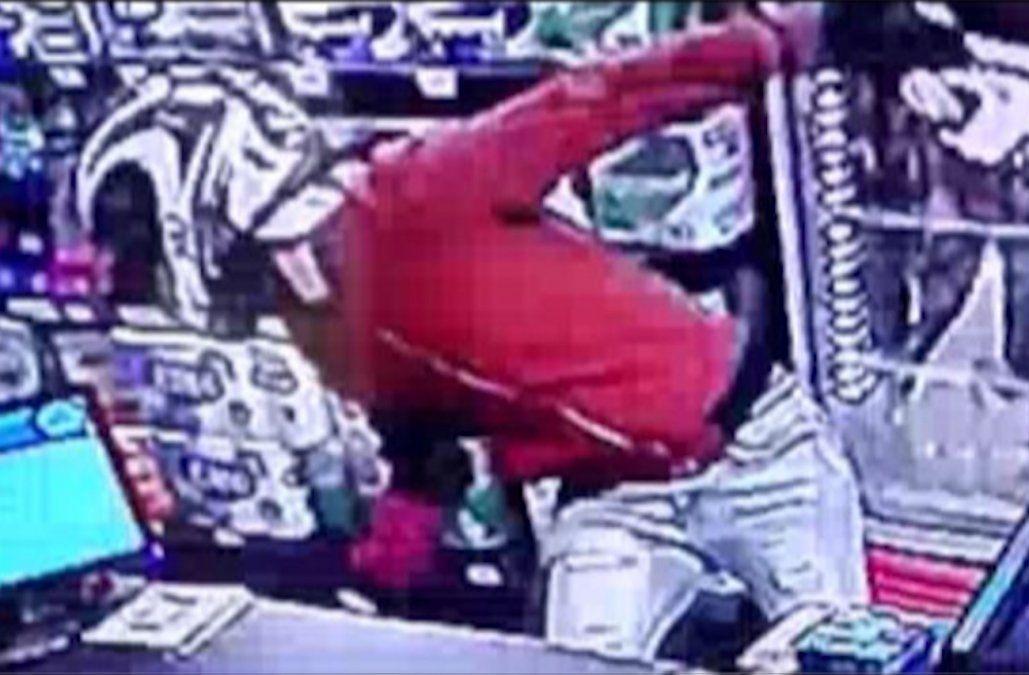 FOTO: El homicida al momento de ingresar al local.