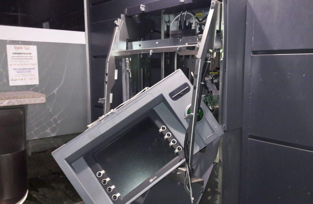 Explotaron dos cajeros automáticos en La Paloma; queda uno solo disponible