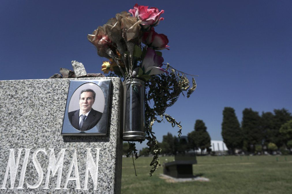 Justicia argentina dice que al fiscal Nisman lo mataron por denunciar a Cristina