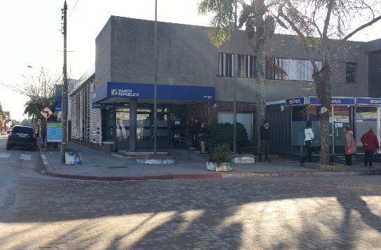 Delincuentes intentaron entrar por un boquete a la sucursal del BROU en el Chuy