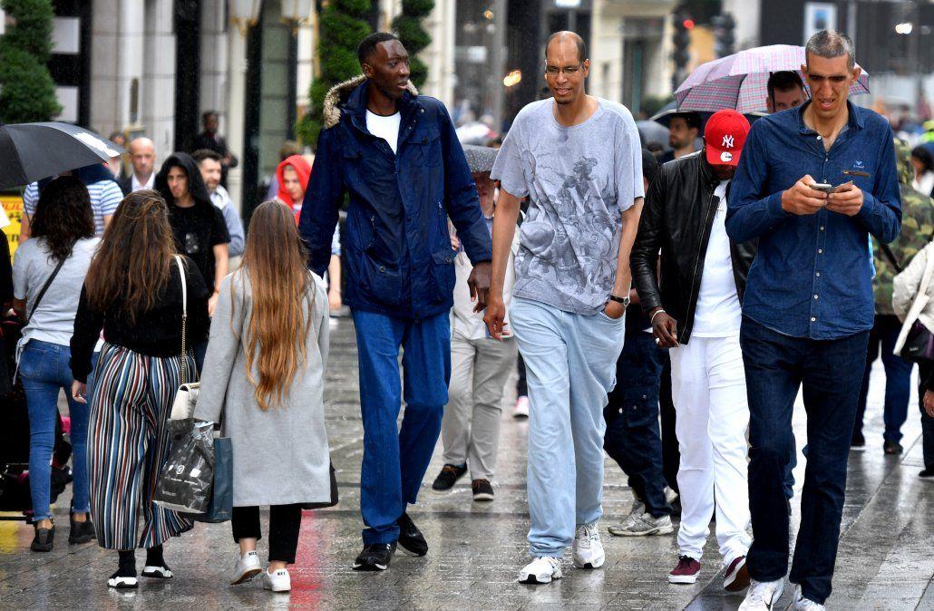 Los hombres más altos del mundo se reúnen en París este fin de semana