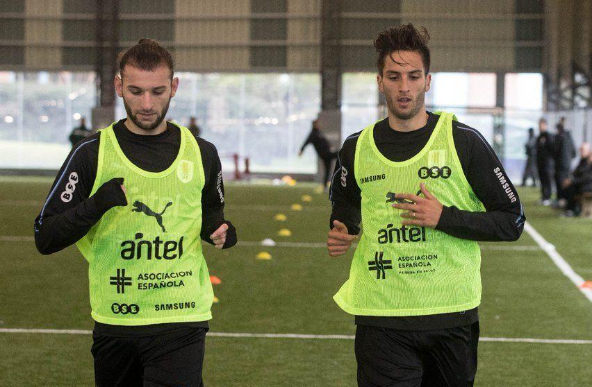 Gastón Silva y Rodrigo Bentancur (foto: Selección Uruguaya en Twitter).