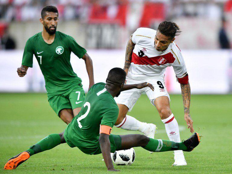 Paolo Guerrero regresó tras la suspensión de FIFA y se llevó por delante a Arabia Saudita