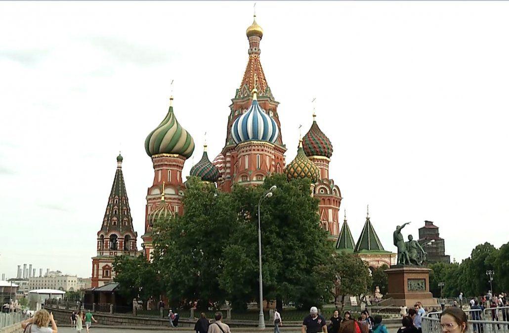 La plaza Roja de Moscú se viste de fiesta para recibir el mundial en 10 días