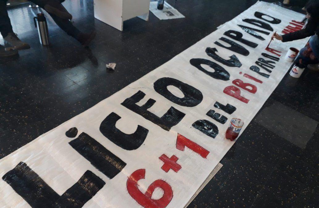 Segundo día de paro en liceos y UTU: docentes ocupan centros