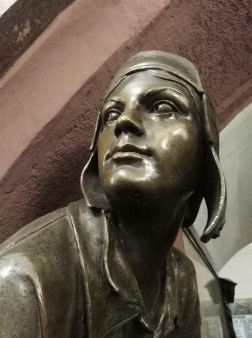 Escultura en bronce en la Estación de Revolution square