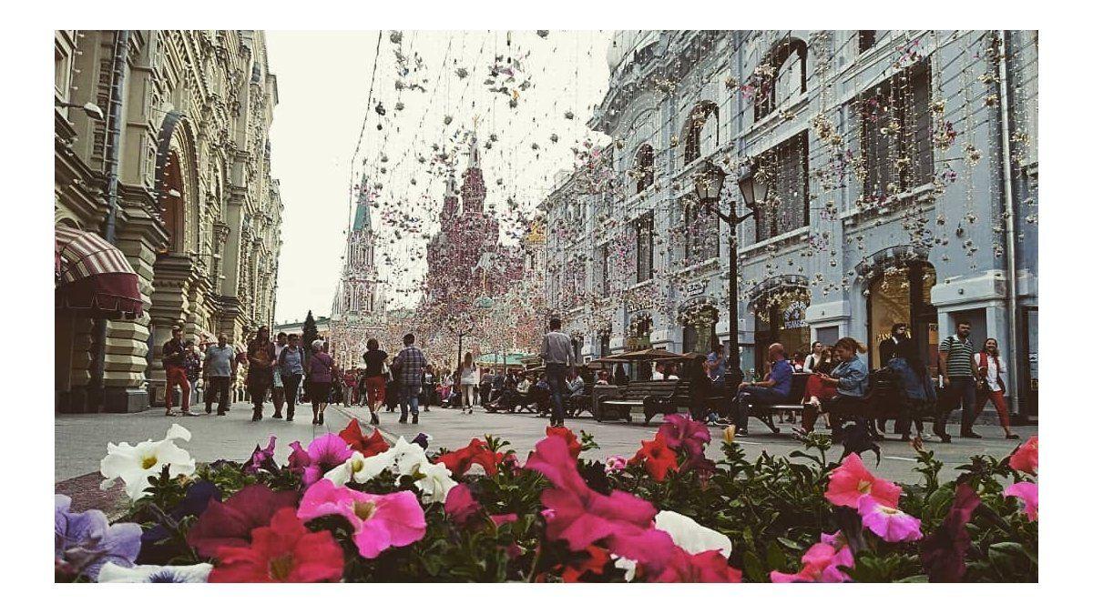 Vista de la Plaza Roja, a la izquierda las Principales Tiendas Universales (GUM)