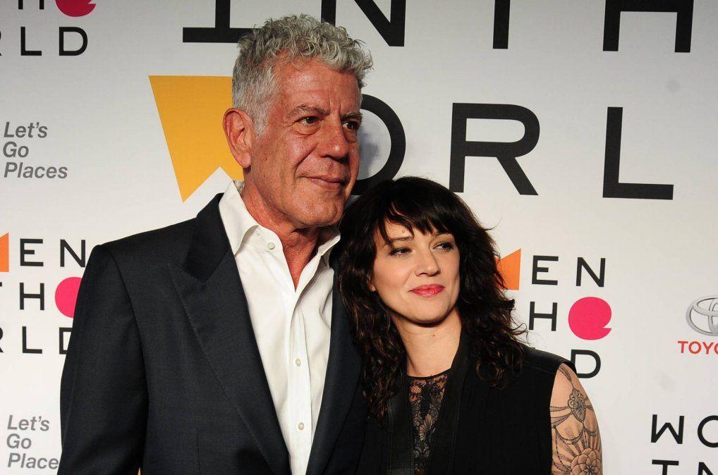 Con Asia Argento la actriz que ofició de voz de las mujeres violadas por el productor Weinstein.