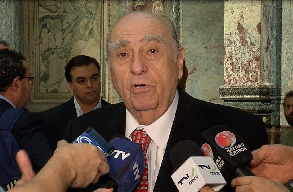 Comisión que investiga espionaje en democracia citará a Sanguinetti